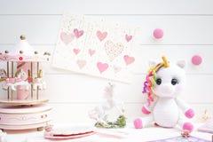 Conceito dos contos de fadas no rosa e no branco Macarons bonitos da sereia Imagens de Stock