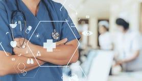 Conceito dos cuidados médicos e da medicina sagacidade de trabalho esperta do médico Imagem de Stock Royalty Free