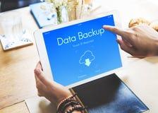 Conceito dos dados do armazenamento da nuvem do backup em linha foto de stock