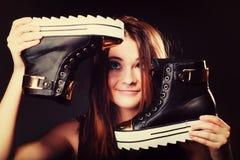 Conceito dos povos - adolescente nos calçados casuais Imagem de Stock Royalty Free
