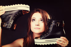 Conceito dos povos - adolescente nos calçados casuais Foto de Stock Royalty Free