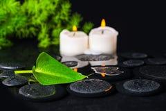 Conceito dos termas do lírio, da folha e de velas verdes de Calla da folha no zen Fotografia de Stock
