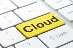 Conceito dos trabalhos em rede: Nuvem no fundo do teclado de computador Imagens de Stock