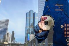 Conceito e ideias, tela táctil das mãos na tecnologia Imagens de Stock