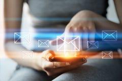 Conceito em linha da rede da tecnologia do Internet do negócio do bate-papo de uma comunicação do correio do email da mensagem Fotos de Stock