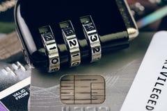 Conceito em linha da segurança de dados do pagamento do cartão de crédito, combinação co fotos de stock