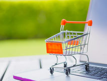 Conceito em linha de compra: Foto de Stock