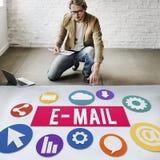Conceito em linha de Digitas de uma comunicação da correspondência do email fotos de stock royalty free