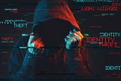 Conceito em linha do roubo de identidade com a pessoa masculina encapuçado sem cara fotos de stock