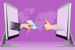 Conceito em linha, duas mãos dos portáteis bilhete e polegares de ar acima, como Ilustração Imagem de Stock Royalty Free