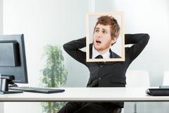 Conceito engraçado de um trabalhador de escritório frigtened Fotos de Stock Royalty Free