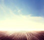 Conceito exterior da luz do sol de Cloudscape da skyline do verão Fotografia de Stock Royalty Free