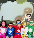 Conceito feliz da imaginação da infância das crianças das crianças fotografia de stock