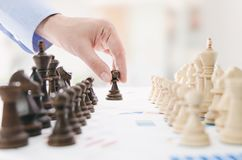 Conceito financeiro da estratégia empresarial da xadrez Foto de Stock