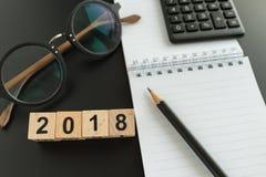 Conceito financeiro do alvo como o foco seletivo no woode 2018 do número Imagem de Stock Royalty Free