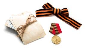 Conceito fotos velhas da lâmina da concessão da medalha da fita de StGeorges do 9 de maio Dia da vitória 9 de maio Fotos de Stock