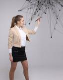 Conceito futurista da rede mundial ou da conexão a Internet sem fio Mulher que trabalha com pontos ligados Fotografia de Stock