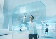 Conceito futuro dos trabalhos de equipa. Relação futura do écran sensível da tecnologia Fotografia de Stock Royalty Free