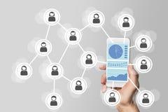 Conceito grande da análise de dados da rede social no dispositivo móvel fotografia de stock royalty free