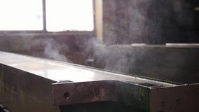 Conceito industrial A refrigerou para fora o detalhe com um vapor video estoque