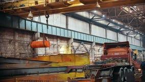 Conceito industrial Uma vista geral no canteiro de obras dentro da placa de fabricação Muitos detalhes do metal para filme