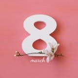 Conceito internacional do dia das mulheres Árvore e data de cereja Imagens de Stock Royalty Free