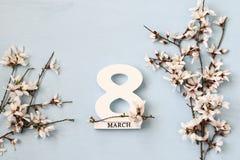 Conceito internacional do dia das mulheres Árvore e data de cereja Fotografia de Stock