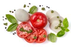 Conceito italiano da culinária - ingredientes caprese da salada isolados no branco fotografia de stock royalty free