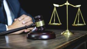 Conceito legal da lei, do conselho e da justiça, advogado de assistência masculino ou imagens de stock