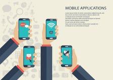 Conceito móvel das aplicações Mãos com telefones Ilustração lisa do vetor ilustração stock