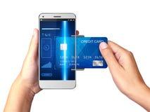 Conceito móvel do pagamento, mão que guarda Smartphone com processamento de pagamentos móveis foto de stock royalty free