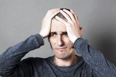 Conceito masculino do desespero para o homem escuro novo triste que olha de sobrancelhas franzidas Imagem de Stock
