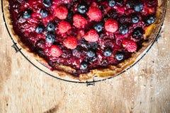 Conceito misturado da receita do alimento da torta da baga imagem de stock royalty free