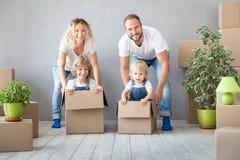 Conceito movente home novo da casa do dia da família fotografia de stock royalty free