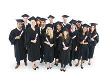 conceito Multi-étnico do diploma da educação dos estudantes de graduados fotografia de stock royalty free