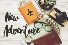 Conceito novo do sinal do texto da aventura diga sim às aventuras novas, plano fotos de stock