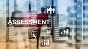 Conceito o medida do negócio e da tecnologia da análise da analítica da avaliação da avaliação fotos de stock royalty free