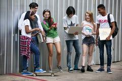 Conceito ocasional do estilo da juventude da cultura do estilo de vida dos adolescentes imagem de stock