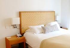 Conceito para o luxo e a cama da lua de mel Fotografia de Stock Royalty Free