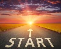 Conceito para um começo novo com um começo do sinal Foto de Stock Royalty Free