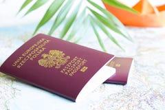 Conceito polonês das férias do curso do passaporte e do feriado com o barco do mapa e do papel Imagem de Stock