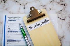 Conceito Pre-existente dos cuidados médicos da circunstância com prancheta e formulário fotografia de stock royalty free