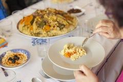 Conceito pronto da tabela da reunião do feriado da família Conceito do alimento da família fotografia de stock
