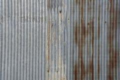 Conceito rústico da casa da casa da parede da oxidação da folha de metal Fotos de Stock
