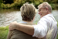 Conceito romance do amor dos pares superiores idosos fotos de stock royalty free
