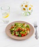 Conceito saudável do alimento: salada soletrada com vegetais Imagens de Stock Royalty Free