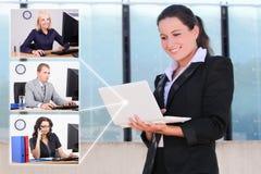 Conceito social da rede - mulher de negócio e seus sócios fotografia de stock