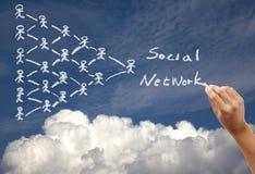 Conceito social desenhando da rede no céu fotografia de stock