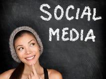 Conceito social dos meios com estudante universitário Imagens de Stock