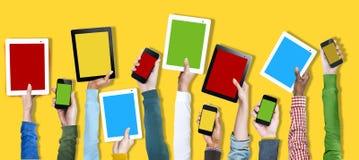 Conceito social dos meios da tecnologia em linha do dispositivo de Digitas foto de stock royalty free